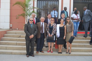 Rappresentanti del Brasile, Argentina, Mozambico, Portogallo davanti alla sede del governo di Lubango